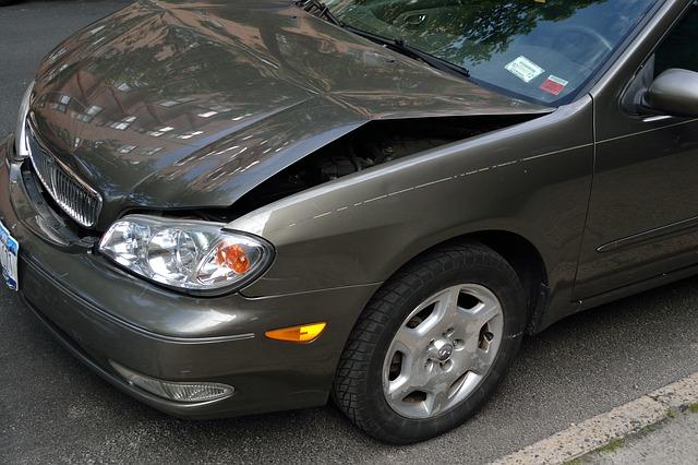 crashed-car-2727666_640